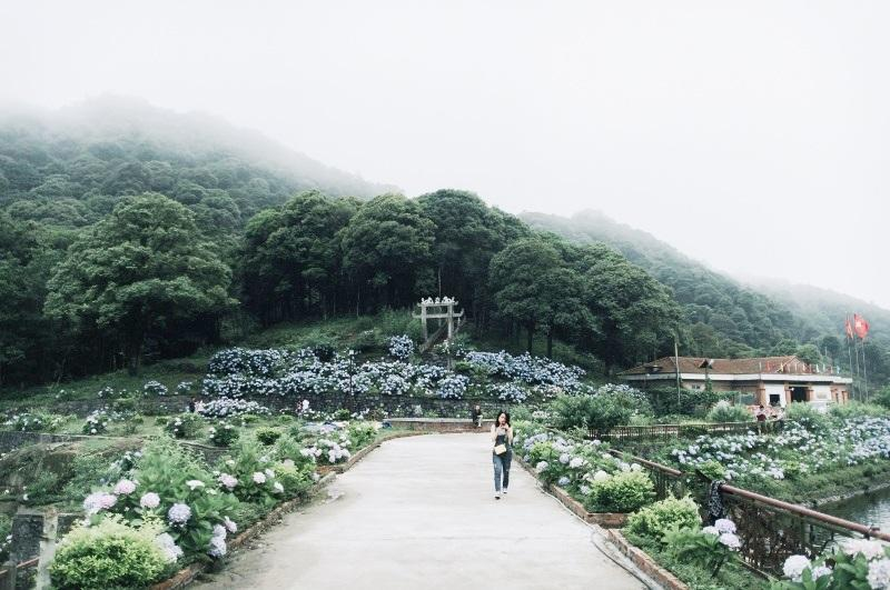"""Với giá vé vào tham quan là 10 nghìn đồng/người, nơi đây là một địa điểm """"check in"""" nổi tiếng của giới trẻ Cao Bằng."""