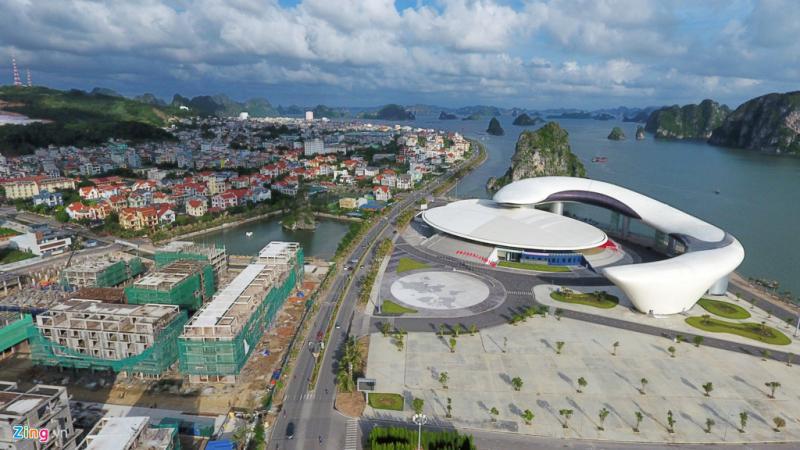 Dọc tuyến đường Trần Quốc Nghiễn, các công ty bất động sản cũng đang có nhiều dự án nhà ở sang trọng khác.