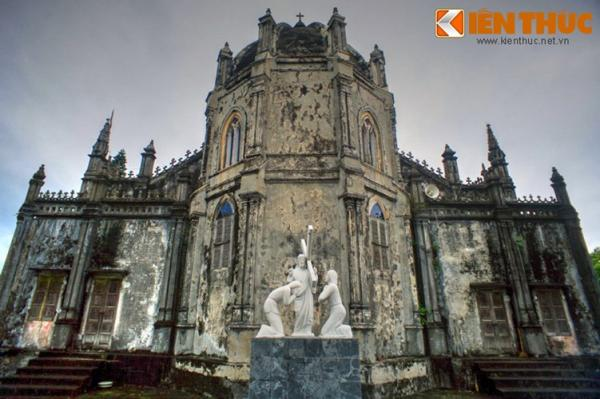 Năm 1913, nhà thờ được xây mới lần nữa theo lối kiến trúc Gothic phương Tây.