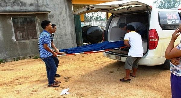 Thi thể nạn nhân được chuyển về quê an táng. Ảnh: Báo Bình Định