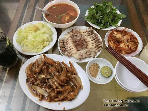 Thu Hương khoe những mâm cơm hai người nấu cho bạn trai ăn.
