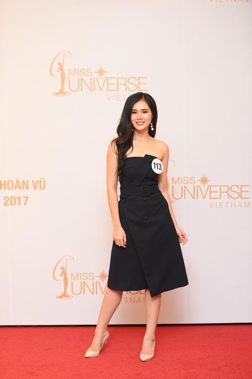 Nguyễn Thị Huyền Trang có lẽ là gương mặt xinh và nổi bật nhất 10 thí sinh đầu tiên vào Bán kết Hoa hậu Hoàn vũ Việt Nam 2017.