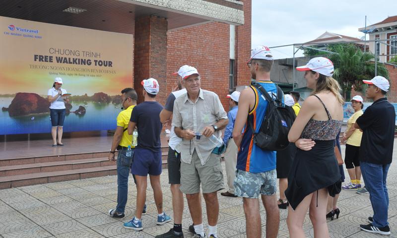 Vietravel Chi nhánh Quảng Ninh ra mắt tour du lịch đi bộ miễn phí.