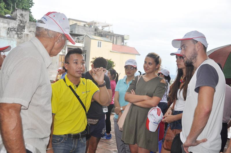 Và nghe hướng dẫn viên của Vietravel giới thiệu về Đền Đức Ông Trần Quốc Nghiễn, TP Hạ Long.