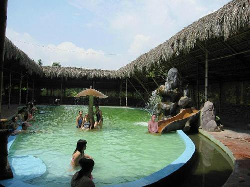 Suối Khoáng Quang Hanh - địa điểm thư gian quen thuộc khi đến với TP Cẩm Phả