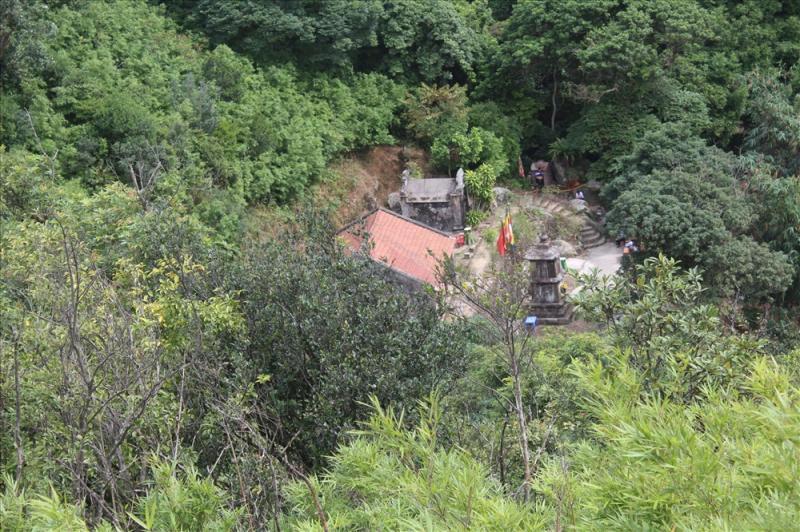 Chùa Ngọa Vân, thị xã Đông Triều. Khu vực này được đánh giá là có trữ lượng than lớn. Ảnh: Nguyễn Hùng Trong số các khu vực cấm khai thác khoáng sản có