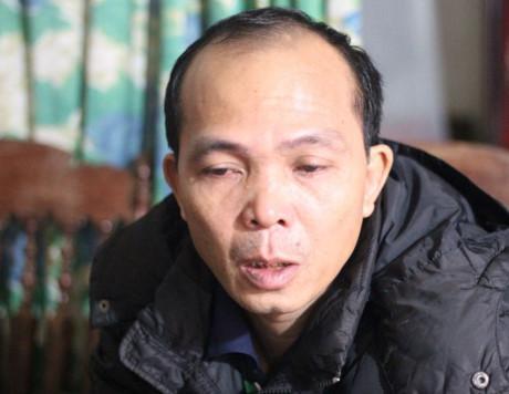 Anh Trịnh Huy Dương bật khóc khi kể về cái chết trong oan trái của anh mình cùng những ngày tháng đau khổ đã phải trải qua khi mang tiếng oan sát hại cha. Ảnh: TUYẾN PHAN