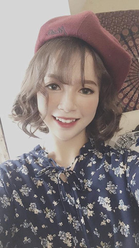 Nữ sinh 10X Quảng Ninh gây ấn tượng bằng nụ cười cực duyên đó là Lê Thùy Trinh hay còn được gọi với biệt danh Cún, hiện là học sinh của một trường trung học phổ thông ở TP Móng Cái, Quảng Ninh.