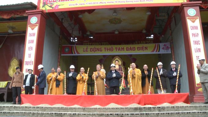 Các đại biểu động thổ khởi công xây dựng Tam bảo điện.