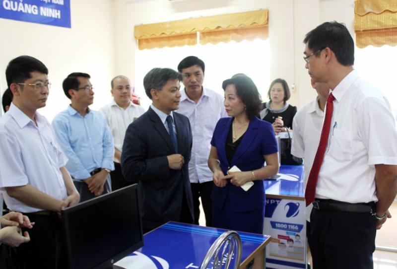 Ban Giám hiệu Trường Đại học Hạ Long trò chuyện, trao đổi về định hướng phối hợp phát triển với đại diện Công ty TNHH Microsoft Việt Nam.