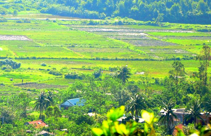 Những xóm làng yên bình nằm giữa rừng cây, ruộng vườn san sát...