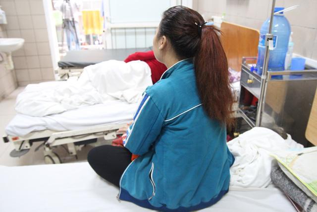 Thiếu nữ nhập viện do chơi ma túy đá đã tỉnh, nhưng nhận thức còn lơ mơ.
