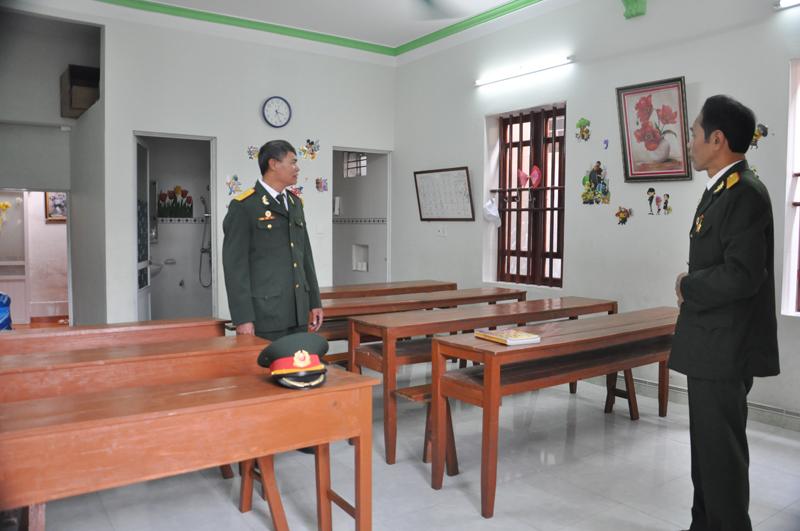 Căn phòng rộng gần 40m2 do ông Vũ Văn Điều, CCB khu phố 2, phường Đông Triều, TX Đông Triều, tình nguyện hiến để mở lớp học tình thương miễn phí, hưởng ứng phong trào của CCB khu phố.