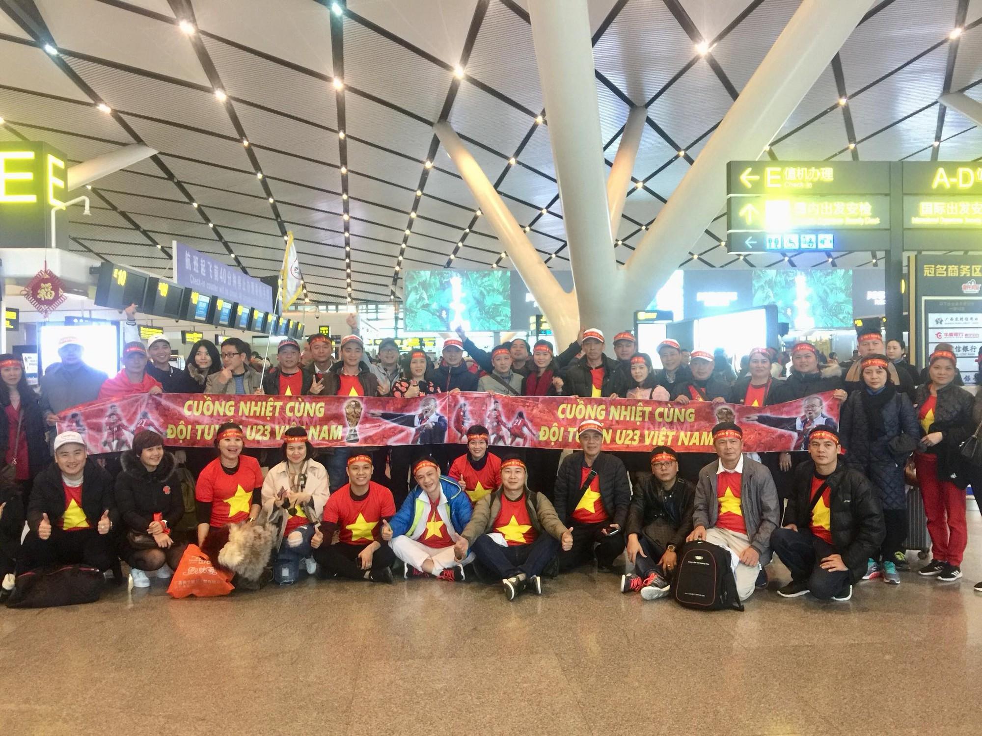 Được biết giá dịch vụ làm visa, giá tour sang Trung Quốc thời điểm này không hề rẻ nhưng nhiều người vẫn sẵn sàng chi nhiều tiền để được cháy hết mình trên khán đài cùng các cầu thủ U23 Việt Nam.