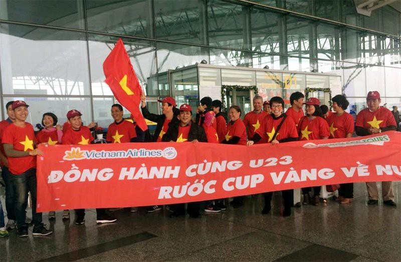 Các đoàn sang Trung Quốc cổ vũ trận chung kết gồm cả người trẻ, người già. Ai cũng ngùn ngụt khí thế ủng hộ hết mình cho đội tuyển U23 Việt Nam.