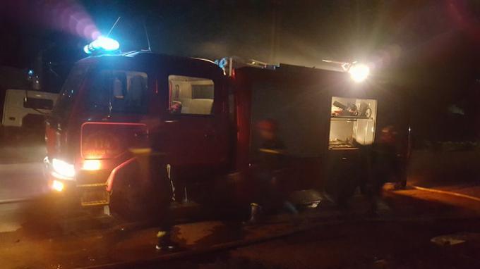 Lực lượng cứu hỏa có mặt tại hiện trường vụ cháy.