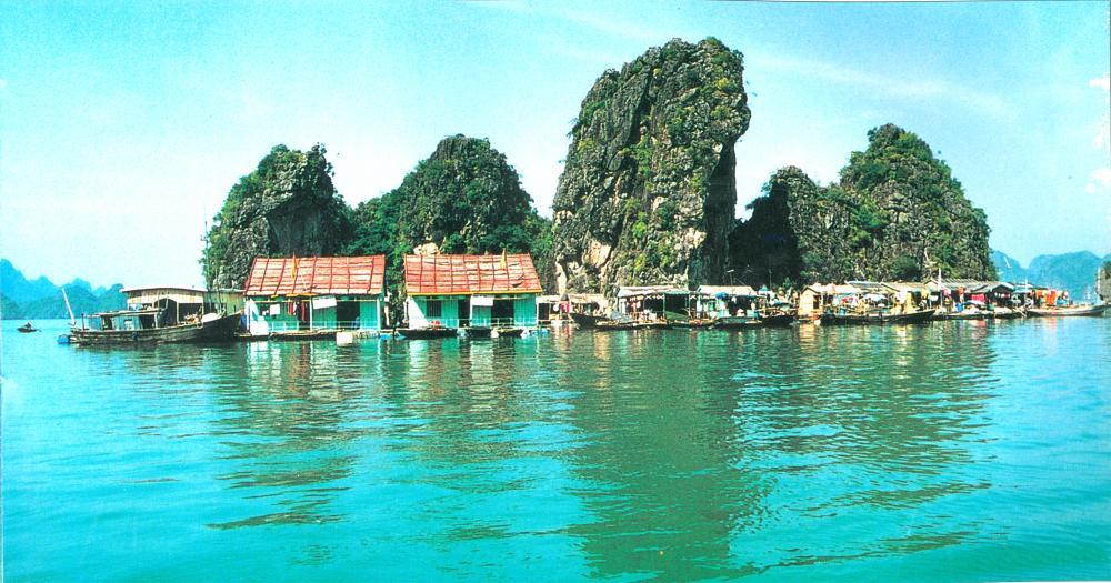 Làng chài Cửa Vạn. (Ảnh: thuviendientu.baoquangninh.com.vn)