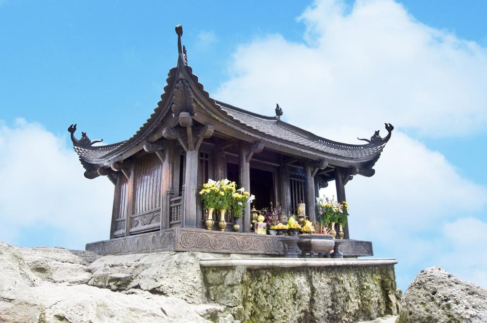 Đây là một trong những núi cao ở tỉnh Quảng Ninh được nhiều người biết đến. (Ảnh: leadtravel.com.vn)