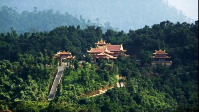Không gian tâm linh trên núi Yên Tử. (Ảnh: Reatimes)