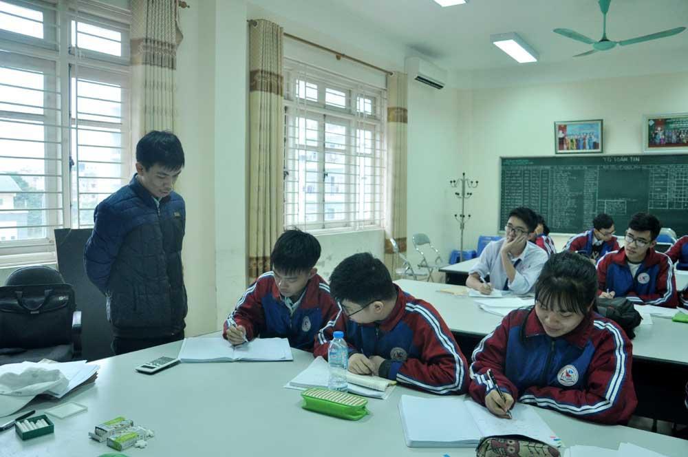 Một tiết học của học sinh lớp 12, Trường THPT Chuyên Hạ Long.