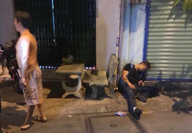Nam thanh niên bị bắn gục trước cửa nhà - Ảnh: FB
