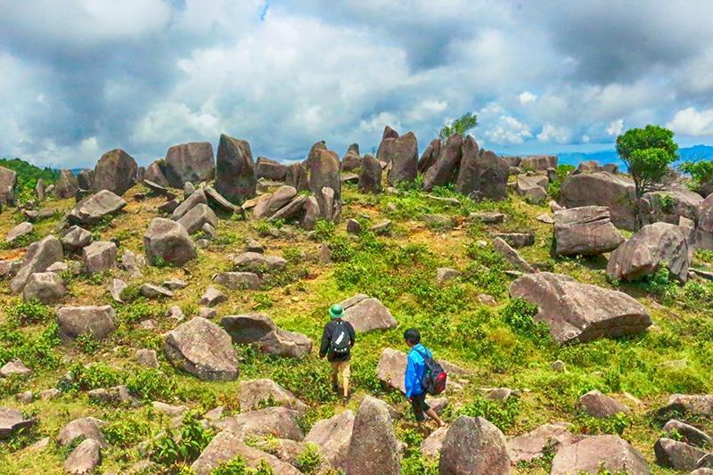 Núi Kéo Lạn- Mệnh danh là Cao Nguyên Đá Đồng Văn của, Bình Liêu, Quảng Ninh. (Ảnh: Viettravelo)