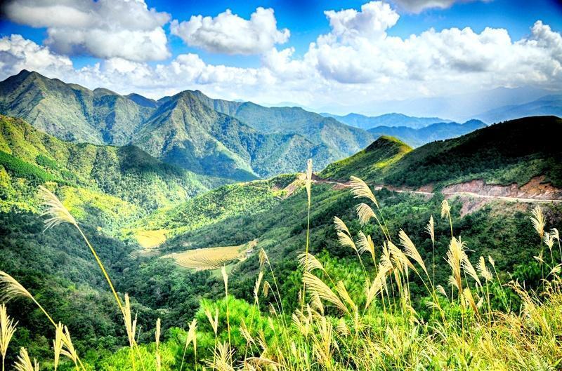 Nằm ở phía Đông Bắc của Quảng Ninh, giáp biên giới Trung Quốc, Bình Liêu mang trong mình nét hoang sơ, kỳ vĩ trái ngược hoàn toàn với sự ồn ào, xô bồ nơi phố thị. (Ảnh: Baoquangninh)