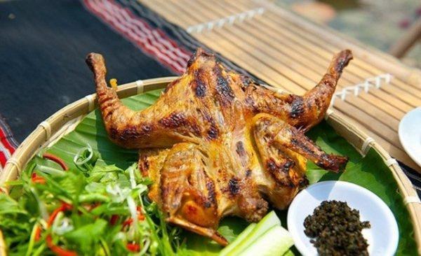 Giá gà hiện trung bình 180.000 đồng/kg, đây là giá chung nên đừng lo bị