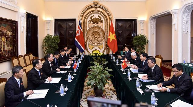 Phó Thủ tướng, Bộ trưởng Ngoại giao Phạm Bình Minh hội đàm với Bộ trưởng Ngoại giao Triều Tiên Ri Yong Ho