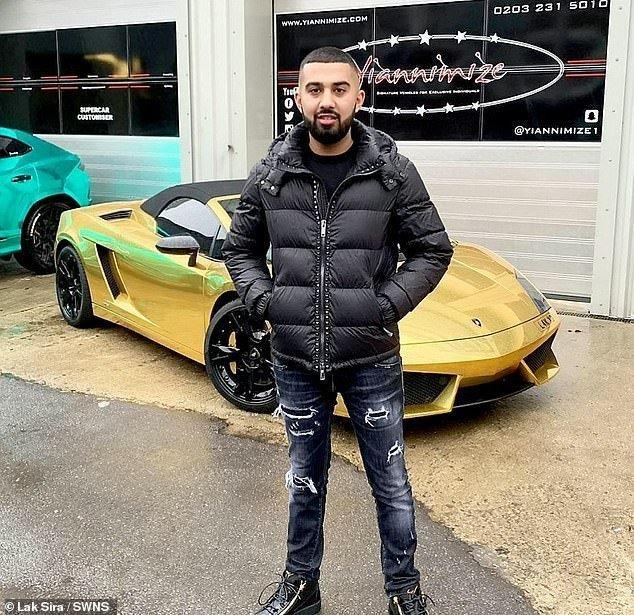Lak Sira chụp ảnh cùng chiếc  Lamborghini Gallardo trị giá 125.000 bảng, đem mạ vàng tốn thêm 12.000 bảng.