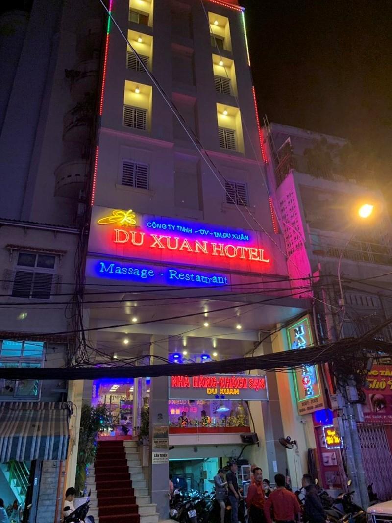 Hai cặp mua bán d.âm bị phát hiện tại khách sạn Du Xuân.