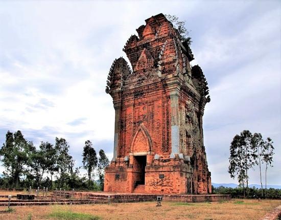 Tháp Cánh Tiên với lối kiến trúc mang đậm tính nghệ thuật Champa. Ảnh: Nguyên Thanh
