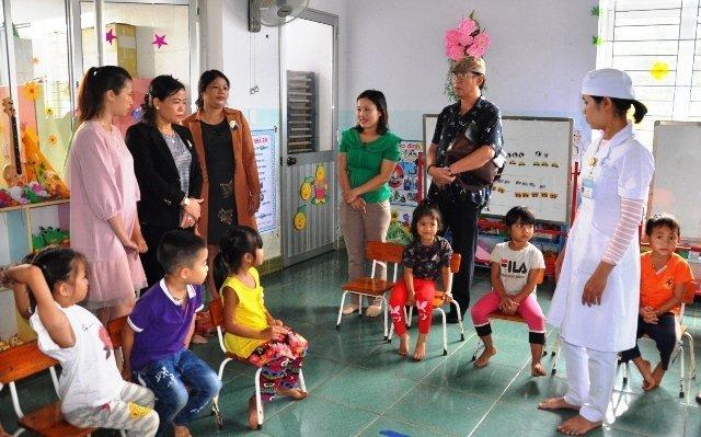 Lãnh đạo tỉnh kiểm tra công tác phòng, chống dịch tại Trường mầm non xã Đác Trăm, huyện Đác Tô, tỉnh Kon Tum.