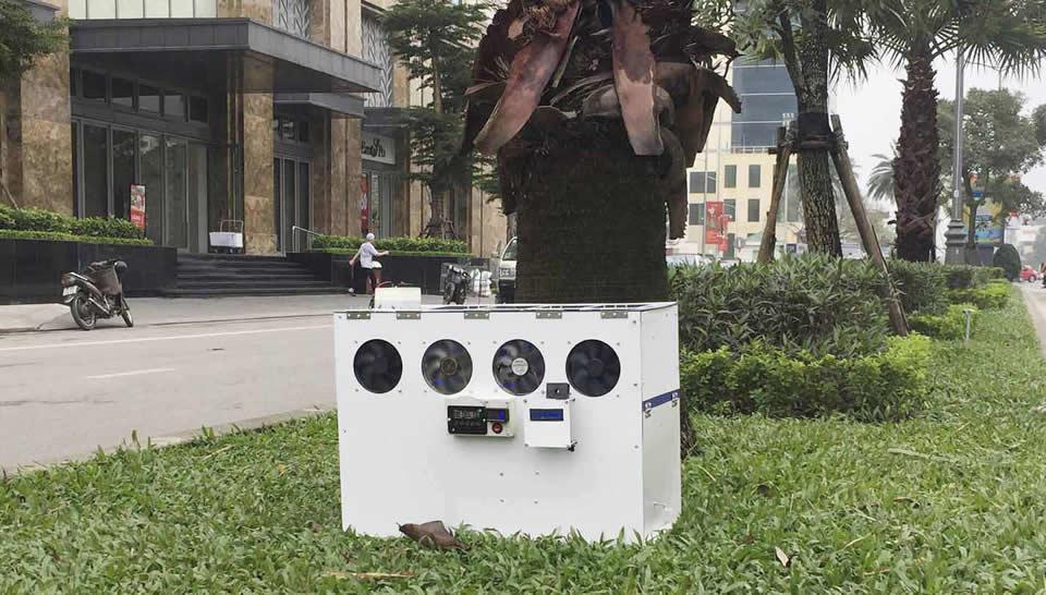 Chiếc máy lọc bụi được Nguyên đặt thử ngh.iệm trên đường phố Huế.
