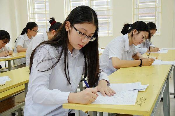 Đề thi quá sức với các thí sinh đến từ Trung tâm Giáo dục thường xuyên - Hướng nghiệp Minh Long được cho là lý do khiến trung tâm này không có thí sinh nào đỗ tốt nghiệp THPT
