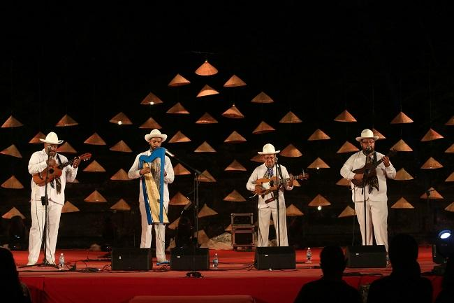 Nhóm nhạc Nematatlin, Mexico