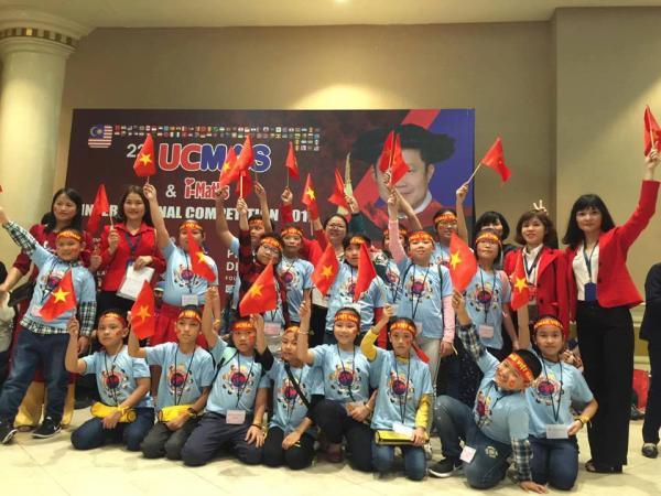Đoàn Việt Nam chụp ảnh lưu niệm tại Trung tâm hội nghị Getting - Malaysia