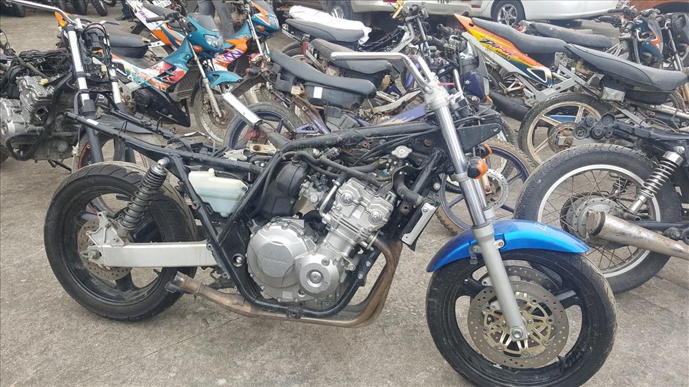Các loại xe môtô có phân khối lớn bị thu giữ. Ảnh: Hưng Thơ.