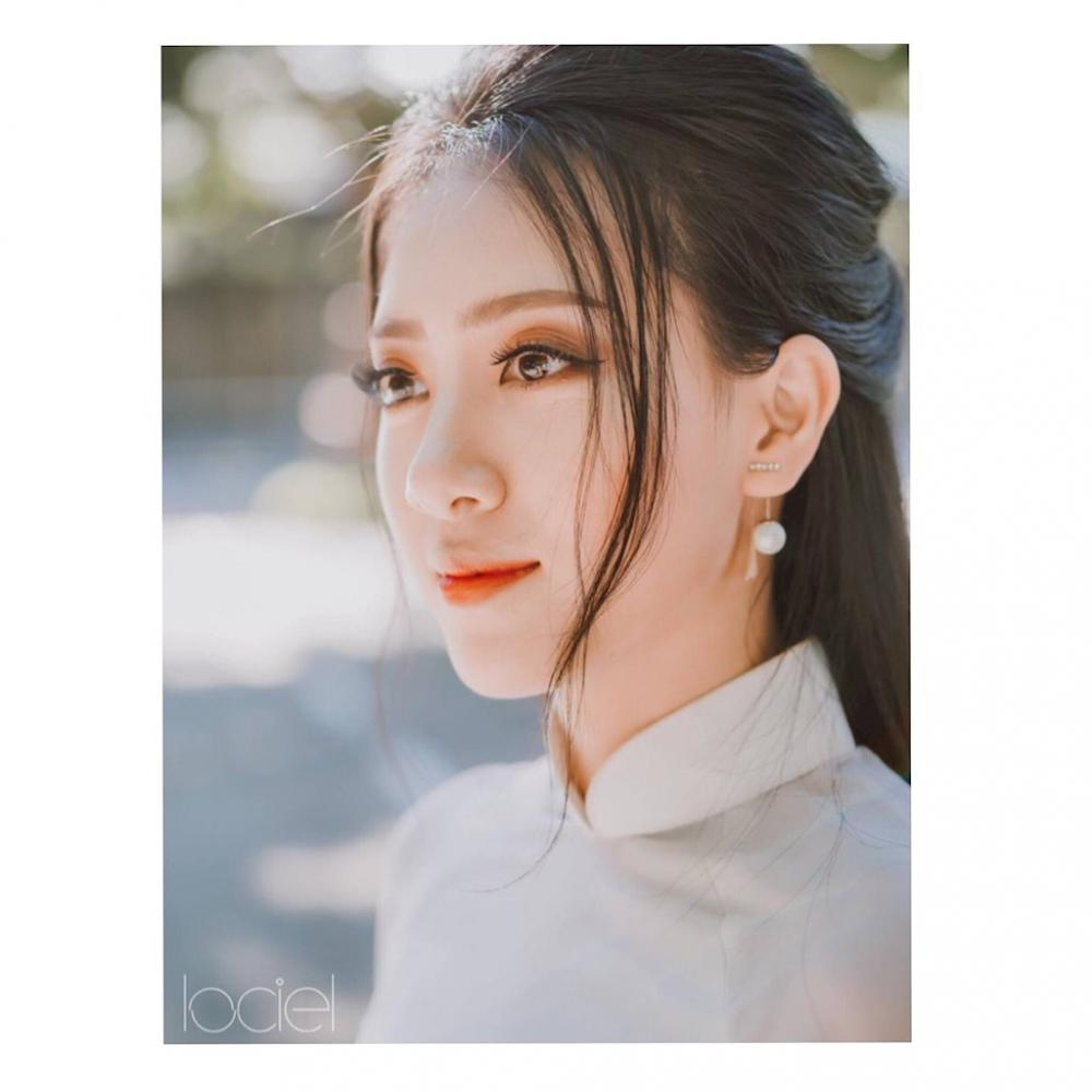 Đặng Hồng Nhung (SN 1999) sinh ra và lớn lên ở Quảng Trị, hiện đang theo học ĐH Kiến trúc Đà Nẵng.