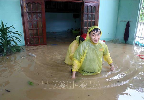 Nhà của người dân phường Hòa Khánh Nam, quận Liên Chiểu, Đà Nẵng bị ngập sâu trong nước. Ảnh: Trần Lê Lâm/TTXVN