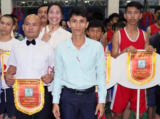Ông Phạm Thanh Hải đang điều hành một giải đấu boxing tại TP HCM