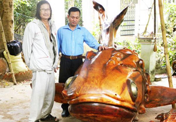 Con cá làm từ gốc cây mù u có giả khoảng 1 tỷ đồng.