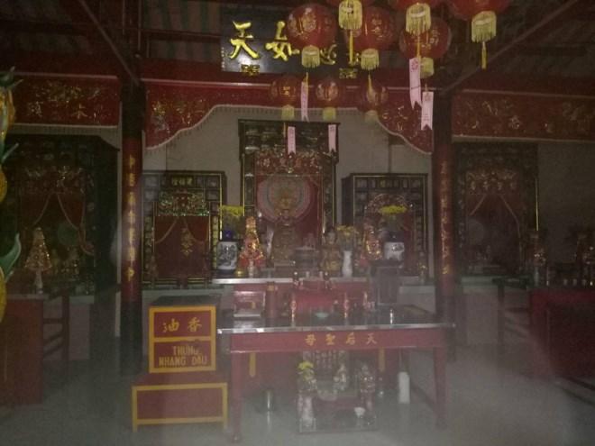 Cảnh bên trong chùa bà Thiên Hậu Vũng Thơm