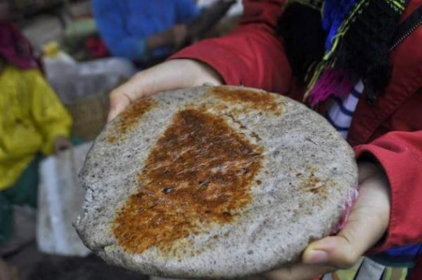 Từ quả của tam giác mạch người dân có thể chế biến ra nhiều món ăn: rang vàng, nấu cháo, làm bánh, ủ rượu…