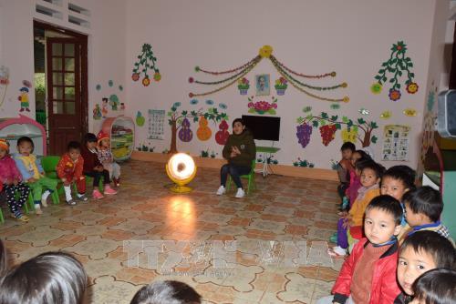 Tăng cường các biện pháp giữ ấm cho học sinh trường mầm non Bản Phố, huyện Bắc Hà.