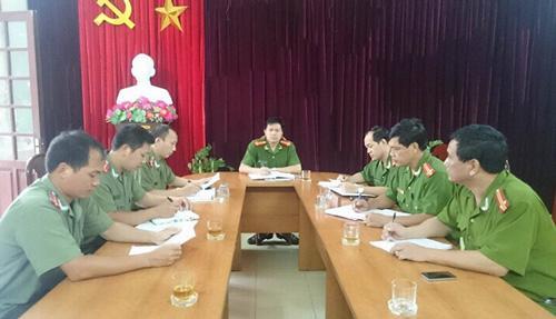 Ban chỉ huy Công an huyện Mường Chà họp chuyên án với các đội nghiệp vụ.