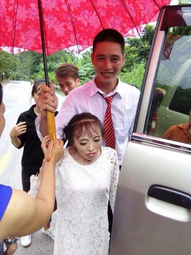 Anh Thuận và chị Quyên trong đám cưới.