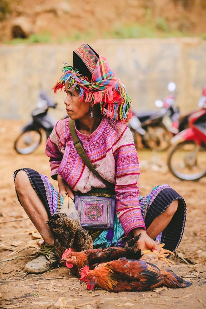 Tuy là chợ nông thôn nhưng hàng hóa ở chợ Cán Cấu phong phú và đa dạng. (Ảnh: Phạm Hương/Vietnam+)