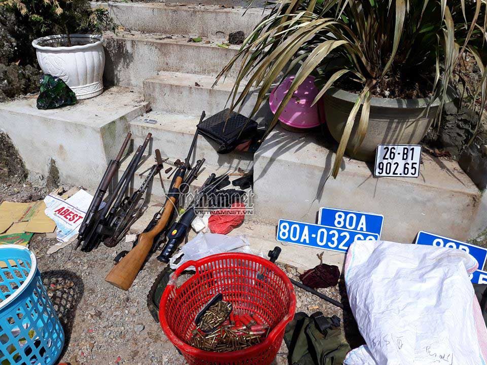 Nhiều vũ khí nóng, biển số giả được phát hiện trong nhà của trùm ma túy Nguyễn Thanh Tuân