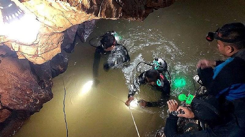 Một cựu thợ lặn thuộc lực lượng đặc nhiệm SEAL của hải quân Thái Lan đã thiệt mạng trong quá trình giải cứu13 thành viên đội bóng
